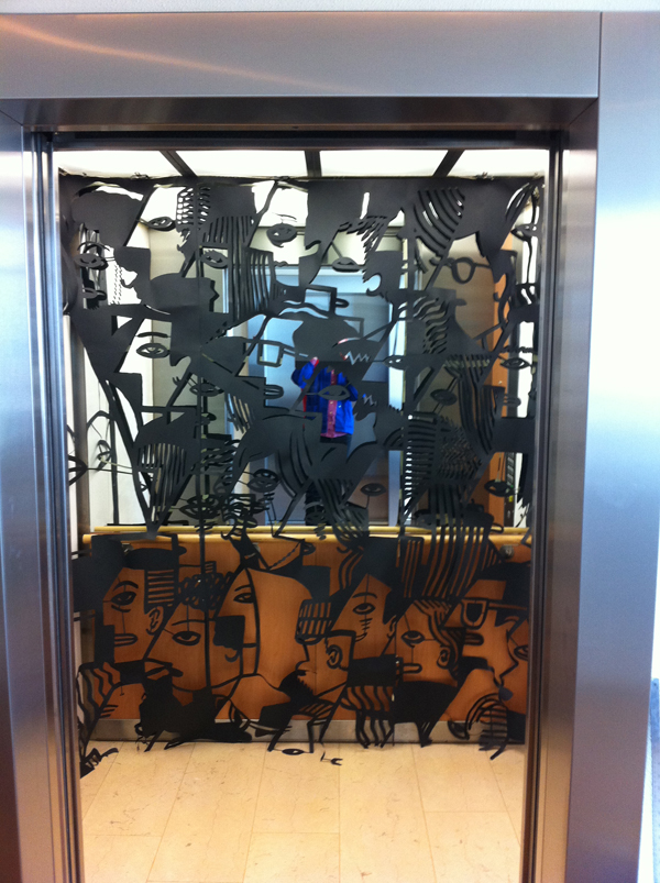 Kantor papercut in lift low